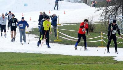 Sněhu na Vypichu ubývá, ale lyžuje se. Bude karneval