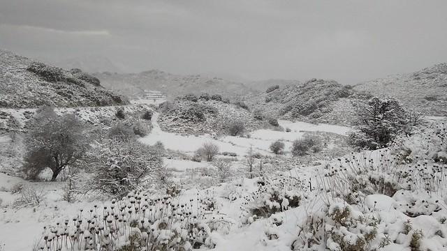 Συνεχίζεται η χιονόπτωση στην ορεινή Λευκάδα