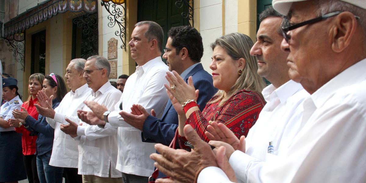 Venezolanos y cubanos frente al Libertador Simón Bolívar reiteraron compromiso con el legado de Hugo Chávez