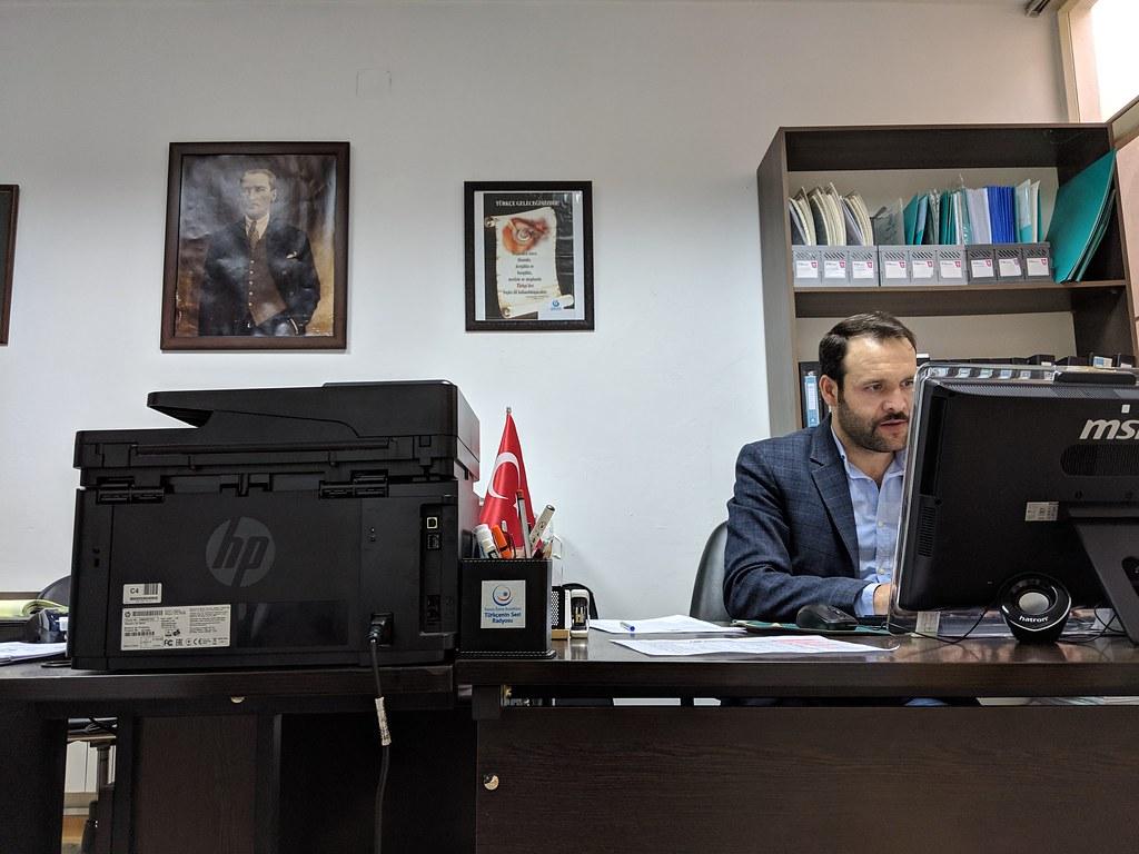 他鄉遇故知:在德黑蘭看到土耳其國旗、土耳其國父與台灣品牌微星電腦