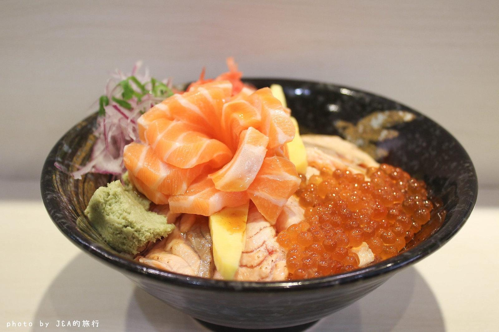 最新推播訊息:朝鑫壽司 有如玫瑰花綻放的鮭魚親子丼超吸睛!