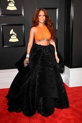 Rihanna sued her father for the last name - Magazish