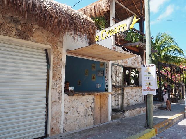 P1201742 Bellagio Gelateria Isla Mujeres cancun イスラムヘーレス ひめごと