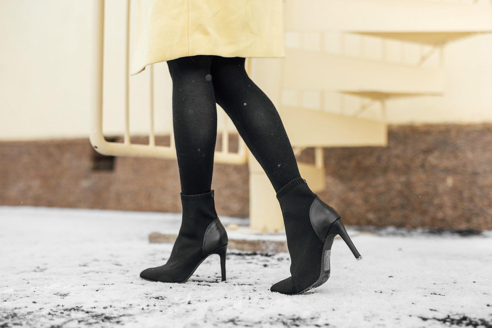 mustat sukkanilkkurit