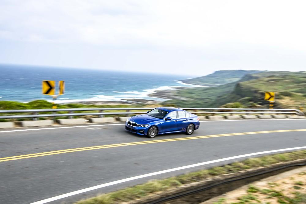 [新聞照片五] 全新世代BMW 3系列以BMW經典的5050配重,完美展現極致操控樂趣