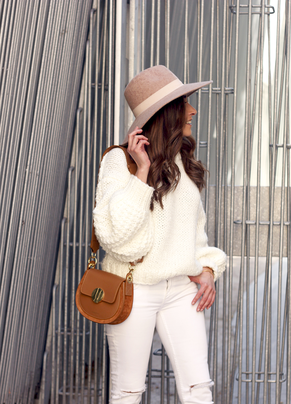 white outfit  beige hat beige bag street style casual outfit 201910