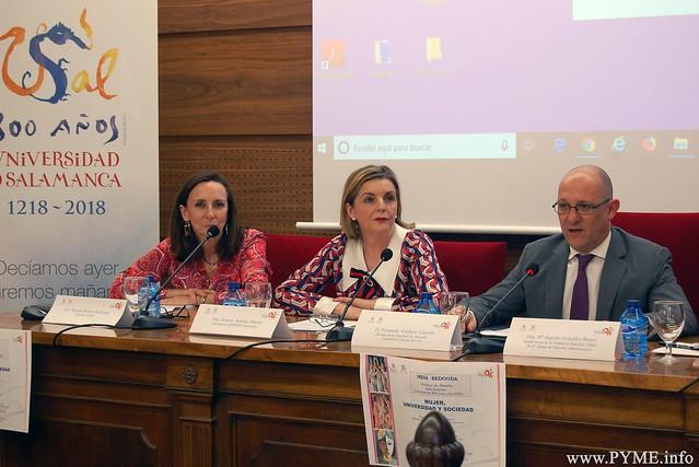 Carmen Rodrigo, durante la mesa redonda Mujer, Igualdad y sociedad' celebrada en la Facultad de Derecho de la Universidad de Salamanca (USAL).
