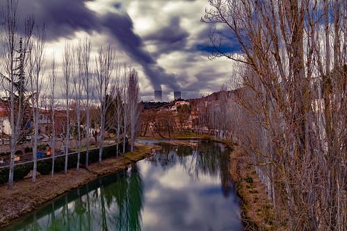 The Tajo river with the nuclear power station in the background ......, El rió Tajo con la central nuclear en el fondo......