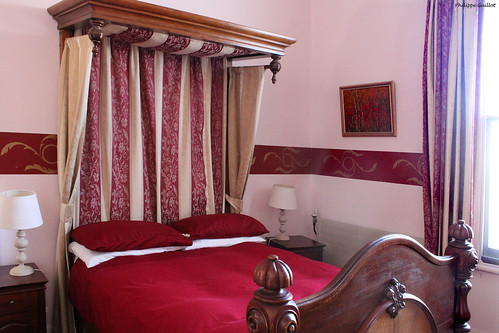 Rotorua : chambre avec lit à baldaquin
