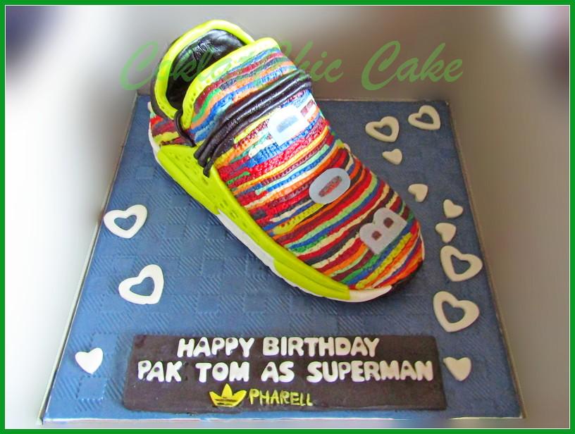 Cake Adidas Pharell Pak Tom 20 cm