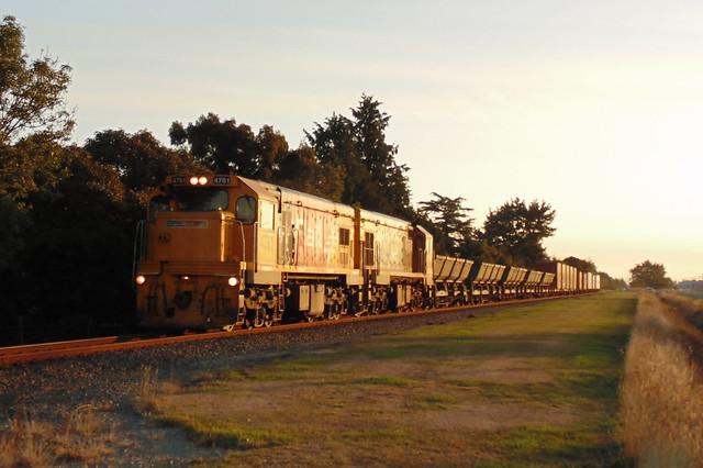Train 922 seen passing, Sony DSC-H100
