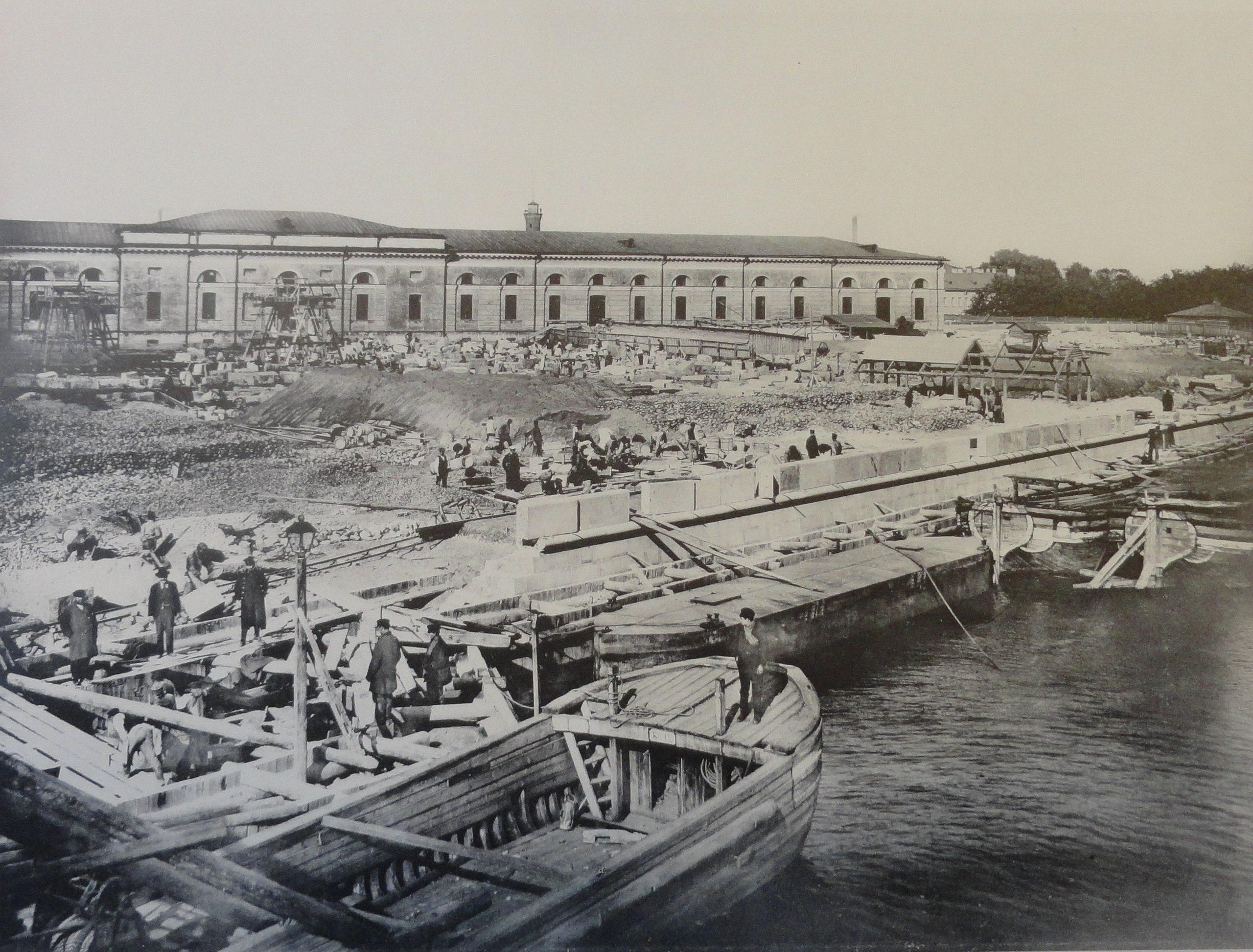 1902. Круглая лестница у Троицкого моста. Осень