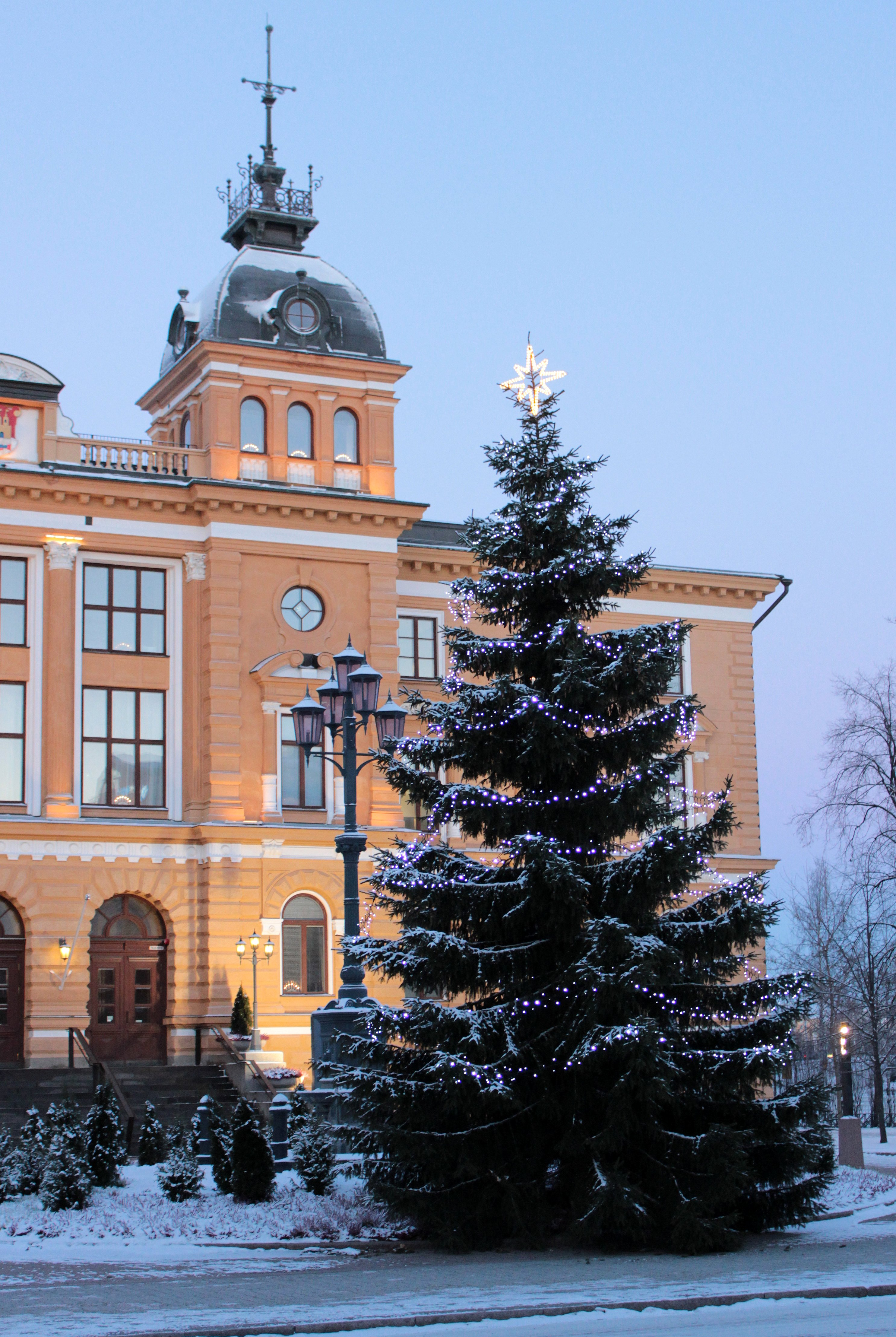 Christmas tree decorated with Christmas lights outside the Oulu town hall. Photo taken on December 6, 2012.
