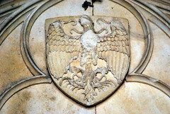 Saint-Seine-l'Abbaye (21) : écu de Jean de Blaisy sur le tympan de l'abbatiale - Photo of Champagny
