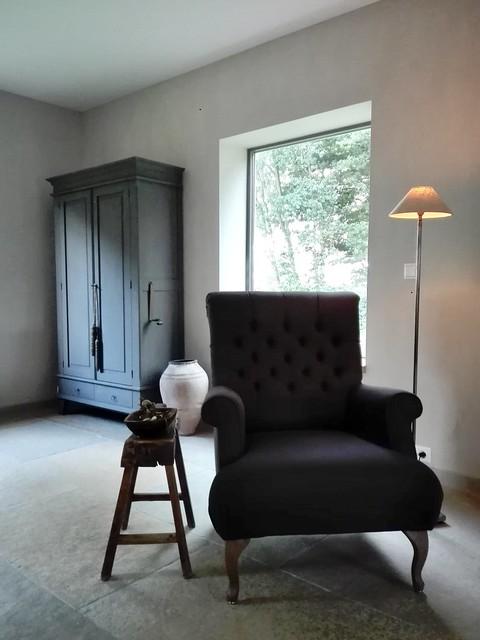 Landelijke fauteuil kast krukje kruik