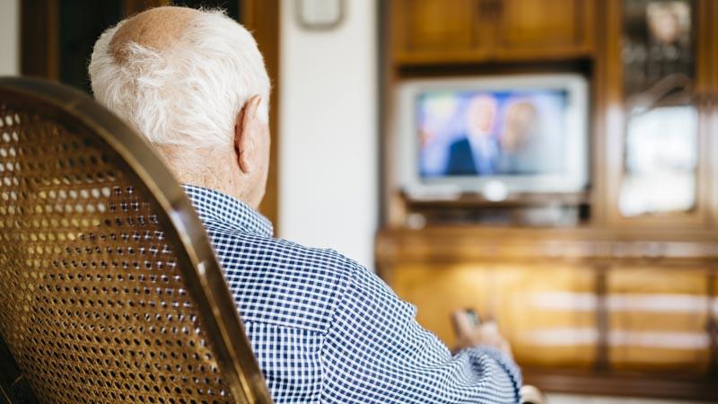 Ada dampak untuk lansia yang terlalu banyak nonton TV
