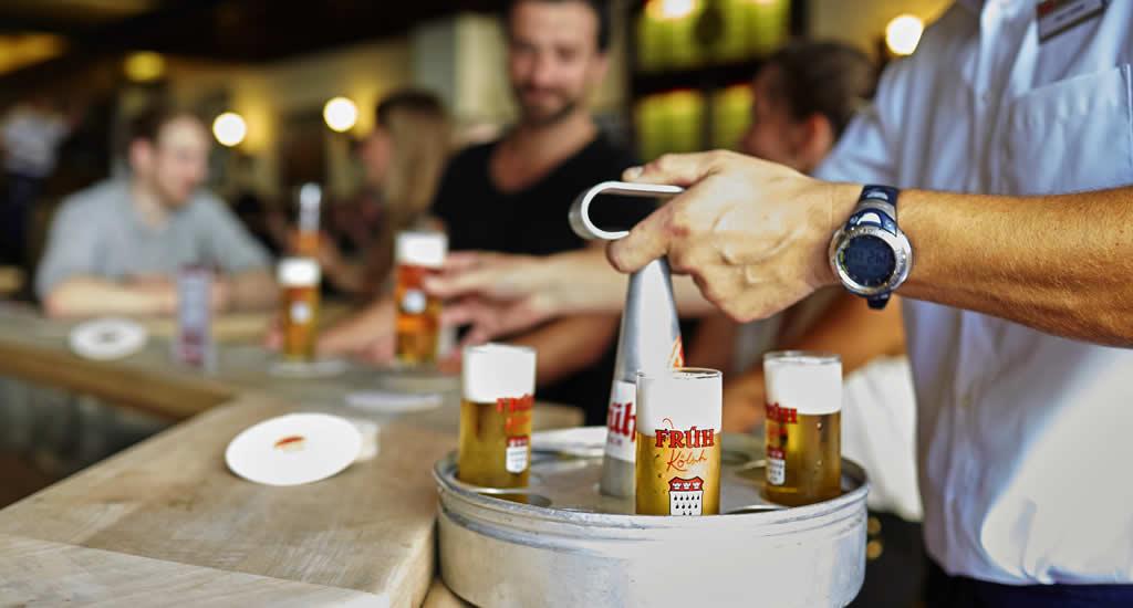 Kölsch drinken bij Früh am Dom | Mooistestedentrips.nl