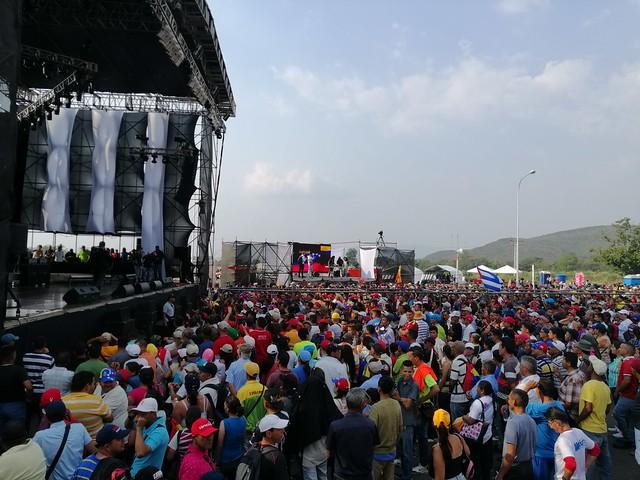 Venezuela fecha fronteira com a Colômbia diante das ameaças de intervenção dos EUA