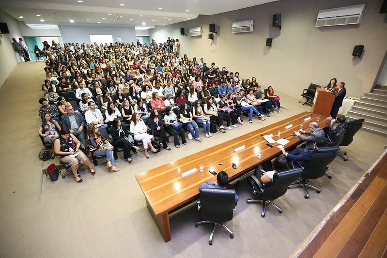 Acolhimento na ESCS reúne mais de 200 residentes