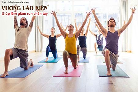 Tập luyện thường xuyên giúp giảm run tay hiệu quả
