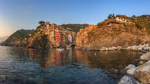 *Riomaggiore @ the whole sunset scenery*
