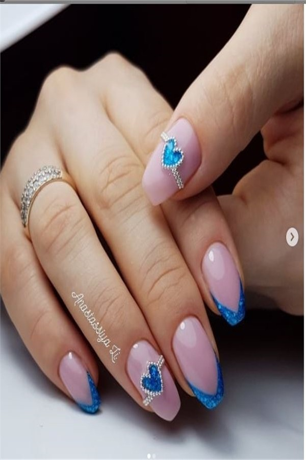 33 Best French Nail Art Designs to Inspire You#nail_art_designs #winter_nails #french_nails #french_manicure #short_nails