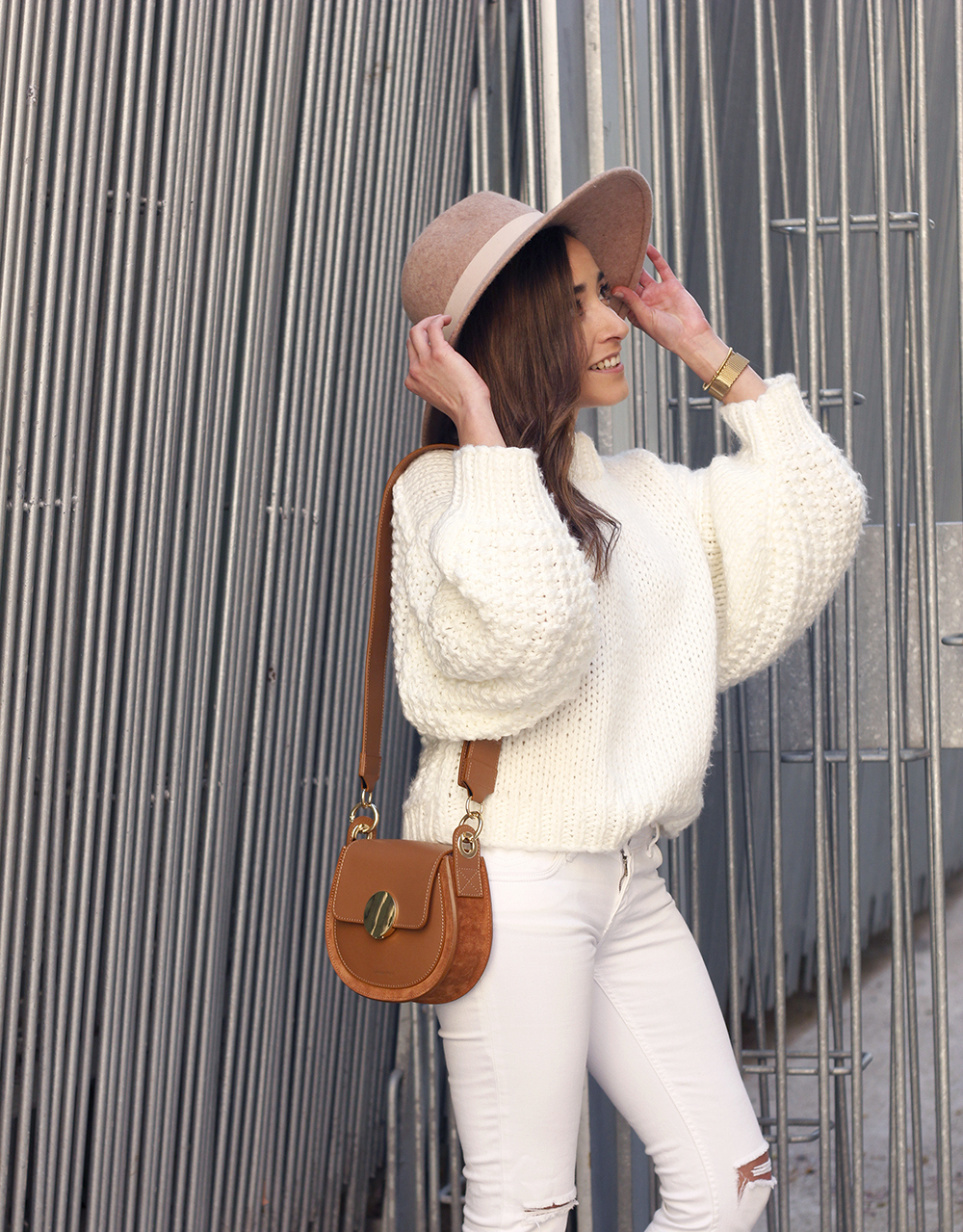 white outfit  beige hat beige bag street style casual outfit 20195