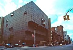 New York - Whitney museum - Incrocio tra Madison Avenue e 75 esima Strada. 1991