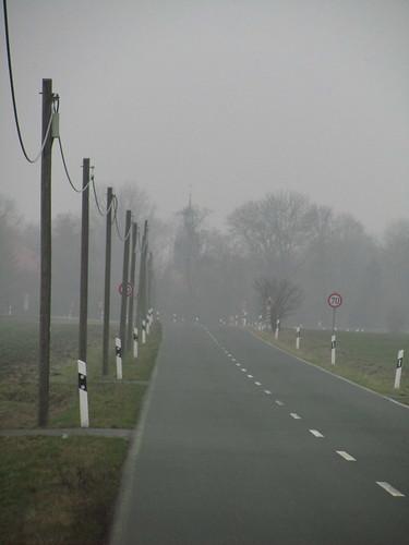 20110316 0203 298 Jakobus Straße Feld Nebel