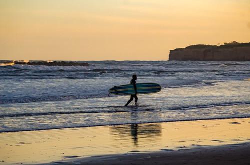 Surf en Playa Acantilados