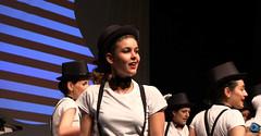 el-coro-femenino-de-tomelloso-levanta-de-sus-asientos-al-publico-del-gran-teatro-de-villarrobledo-con-su-espectaculo-musical-singing-america-17