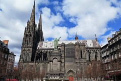 Clermont-Ferrand, the Gothic cathedral and Urban II fountain - Photo of Clermont-Ferrand