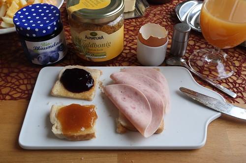 Marmelade und Jagdwurst auf Toast