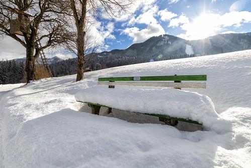 Bank im Schnee