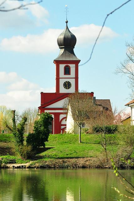 Ladenburg Neckar Neckarwiese Schiff Schubverband Fähre Blick auf Neckarhausen katholische Kirche ... Foto: Brigitte St