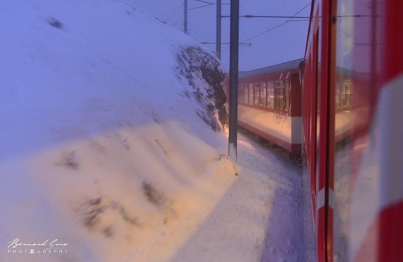 Dans les lacets au-dessus d'Andermatt, voyage Bernard Grua - Glacier Express  - Matterhorn Gotthard Bahn