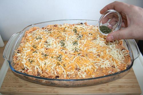 27 - Mit Petersilie garnieren / Garnish with parsley