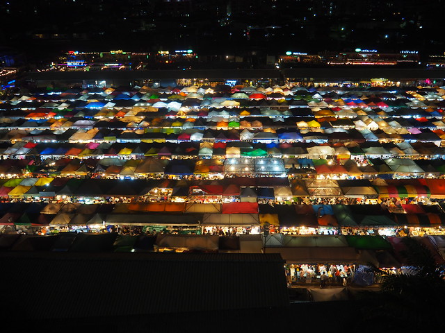 P1010472 ตลาดนัดรถไฟรัชดา タラートロットファイラチャダー ナイトマーケット bangkok thailand nightmarket バンコク ひめごと