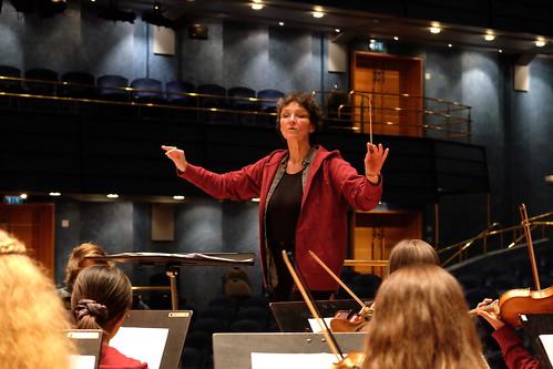 Cecilia Rydinger Alin dirigerar Sportlovsorkestern