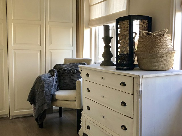 Ladenkast slaapkamer glazen box stoel