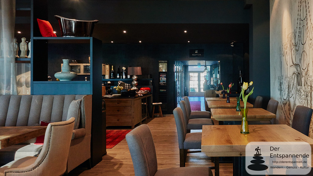 Nägler's Fine Lounge Hotel mit Blick zur Rezeption