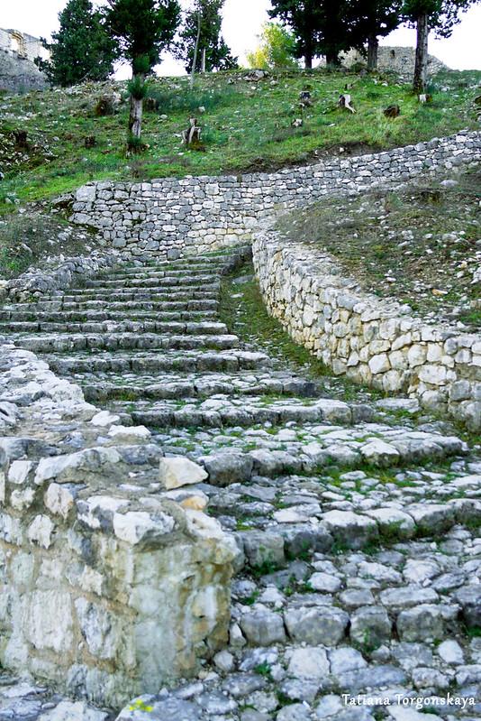 Старая лестница в крепости