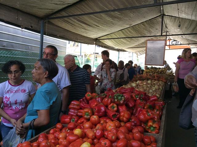 Venezuelanos tentam retomar rotina depois de blecaute