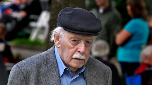Paterswolde: man in the street
