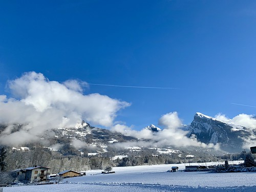 After snow there is sun..... and powder!