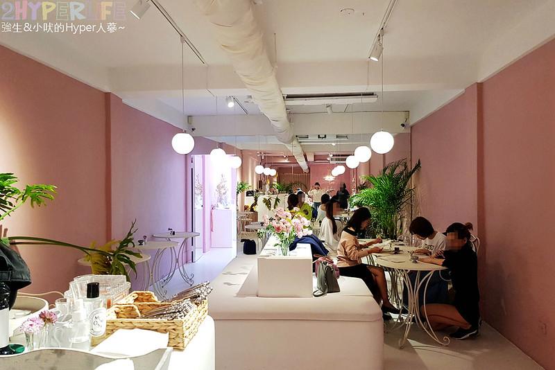 40391142783 f2a9c2c051 c - Rosé  CLUB│一樓賣衣服,二樓賣吃的,大量粉紅元素讓這成為網美打卡點,就連水餃也都是粉紅色的哦!