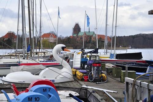 Segelhafen in Ratzeburg mit dem Dom im Hintergrund