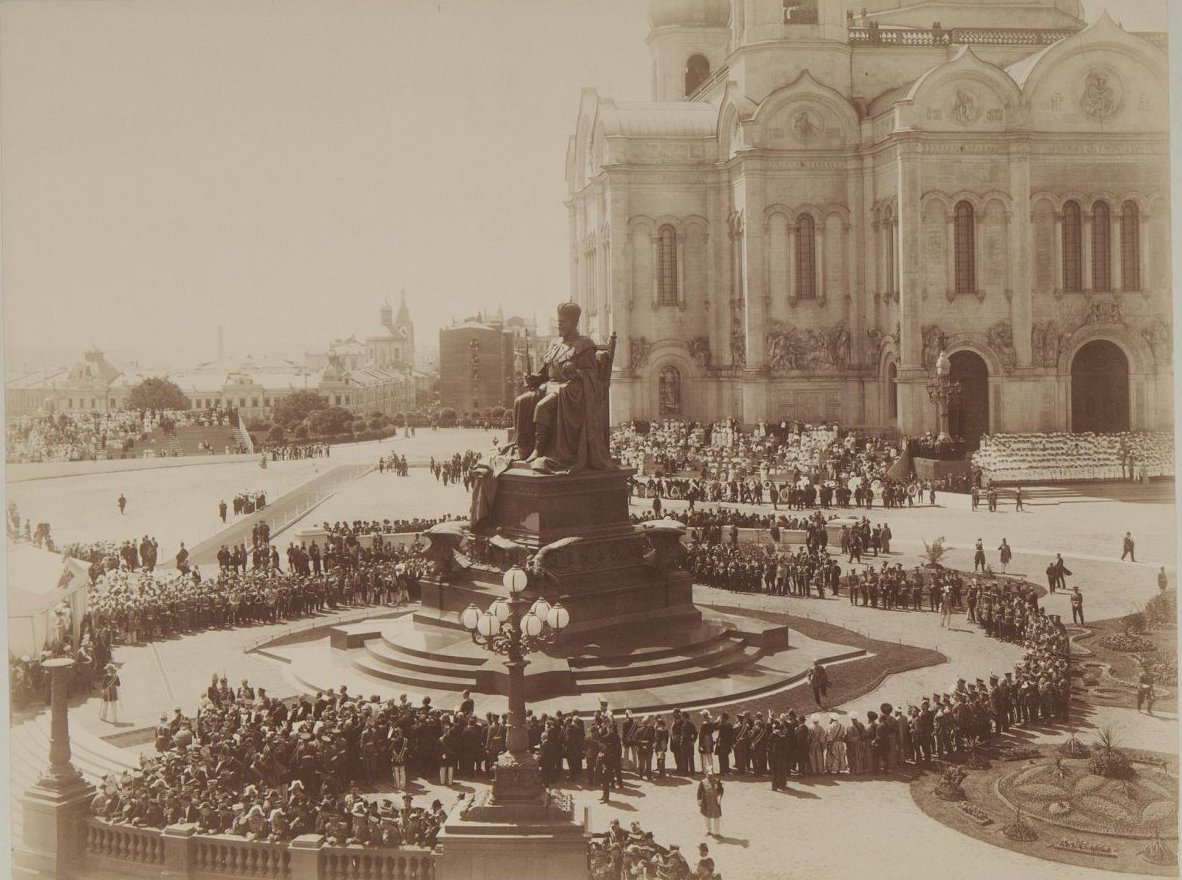 1912. Открытие памятника императору Александру III в Москве.