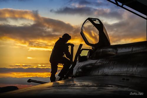 lightning english electric jet interceptor defence fighter rollsroyce avon sunset golden bruntingthorp preservation group
