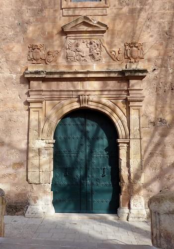 Cambil (Jaén-España). Plaza de la Constitución. Iglesia de la Encarnación. Portada
